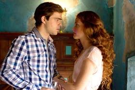 Noah (Peter Lanzani) y su aliada, la joven que lo ayudará a superarse y salvarse de sí mismo.