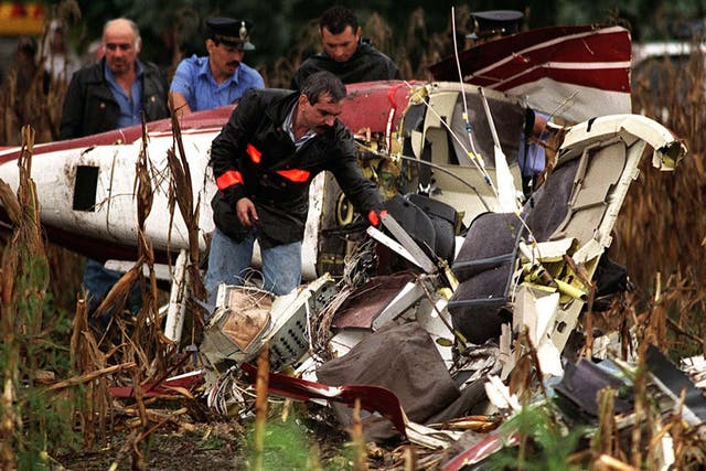El 15 de marzo de 1995, Carlitos Menem Junior murió tras estrellarse el helicóptero en el que viajaba