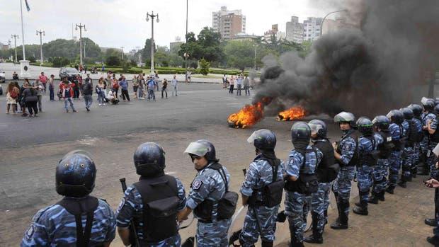 La Policía utilizó gases y balas de goma para hacer retroceder a los manifestantes