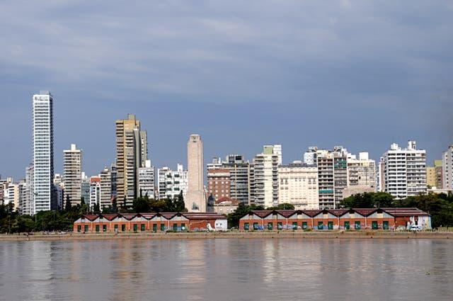 A la vera del río Paraná con el Monumento a la Bandera