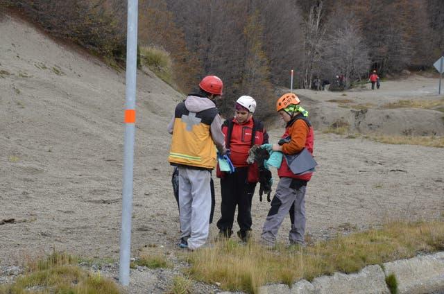 Guardaparques y rescatistas limpiaron el cruce a Chile después del aluvión de turistas por Semana Santa
