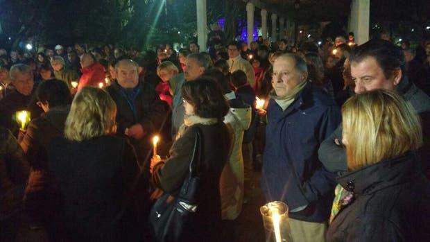 Cientos de vecinos de Bragado se reúnen a rezar para que aparezca el avión desaparecido hace más de seis días