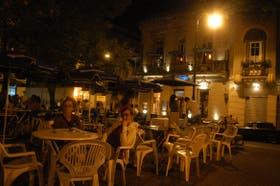 Anoche, nadie sabía que en uno de los bares de la plaza Dorrego habían asaltado a una hija de Bush