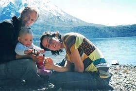 Mauro y Clarisa Alonso, con su pequeña Ema, dejaron Buenos Aires para cambiar su estilo de vida en El Bolsón