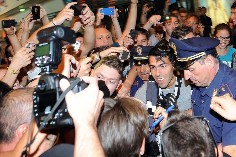 Carlos Tevez llegó a Turín para transformarse en nuevo jugador de Juventus. Foto: EFE