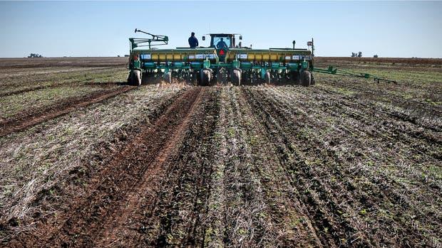 Labores de siembra entre Inriville y Marcos Juárez, en el sudeste de Córdoba