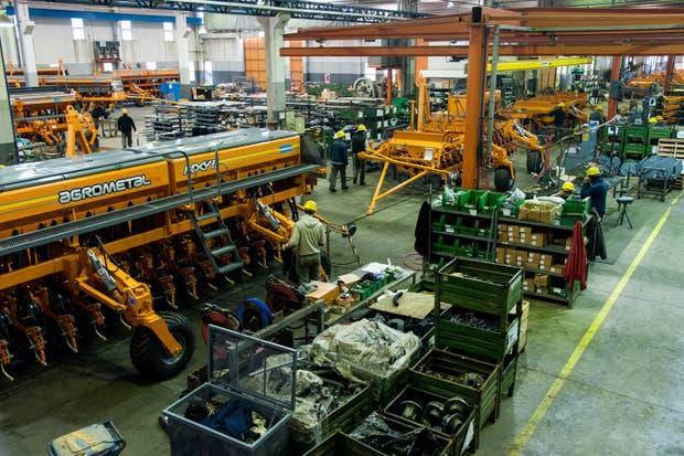 En Monte Maíz, en el sudeste de Córdoba, está la mayor fábrica de sembradoras del país