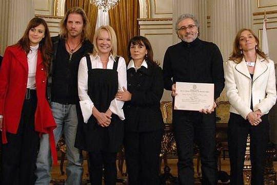 Con el elenco de Vidas Robadas. Foto: Facebook / Susana Trimarco