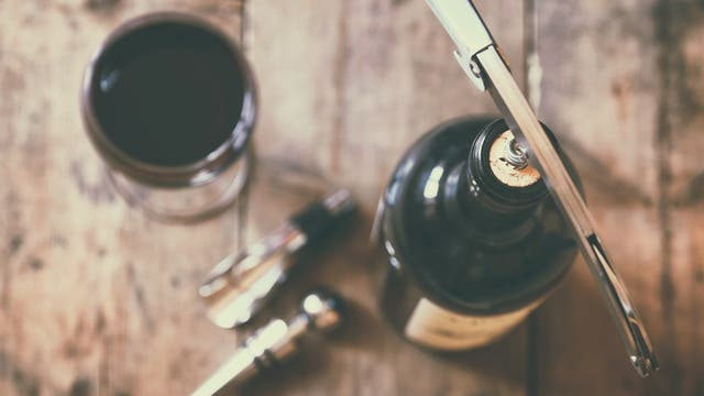 Degustaciones, catas y visitas a bodegas, algunos de los planes alrededor de una copa