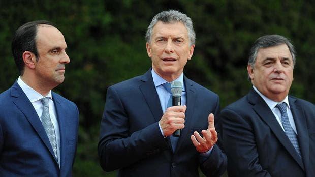 José Corral junto a Mauricio Macri y Mario Negri en octubre del año pasado