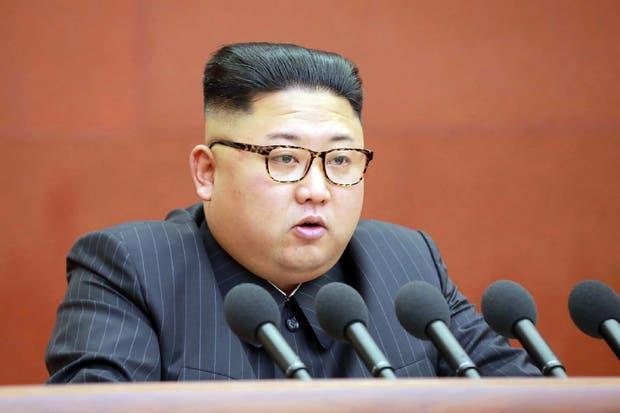 Kim Jong-un durante el plenario celebrado ayer
