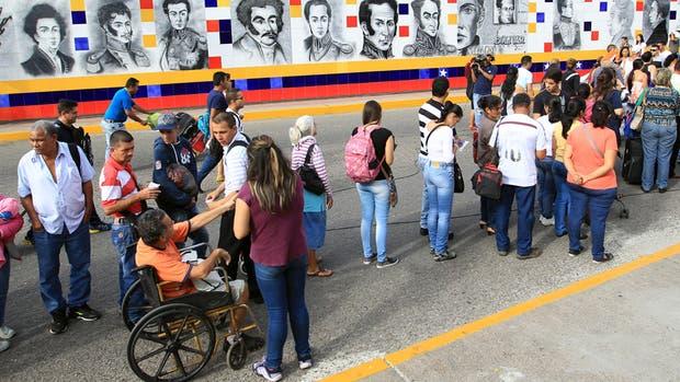 Éxodo venezolano: cada día, 5 mil personas se van del país a vivir a Colombia