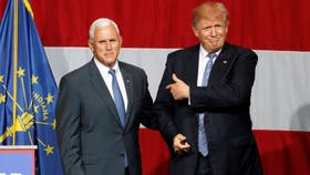 El presidente de Estados Unidos Donald Trump, junto a su vice, Mike Pence