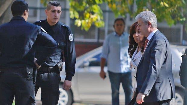 Dólar futuro: Cristina Kirchner llegó a los tribunales para declarar en una causa que promovió contra el Gobierno