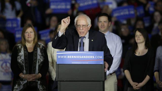 Bernie Sanders le pisa los talones a Hillary Clinton