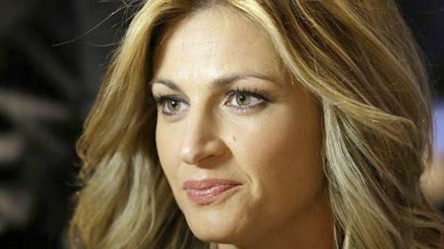 La presentadora deportiva de Fox Sports, Erin Andrews, declaró entre lágrimas al jurado que el episodio de acoso la dejó llena de