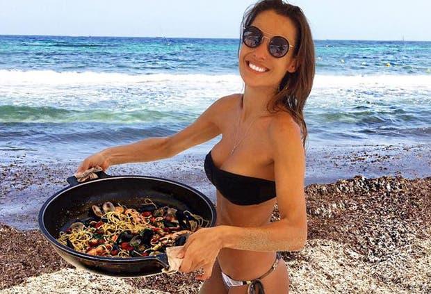Pampita Ardohain deslumbró con su belleza en las playas de Ibiza