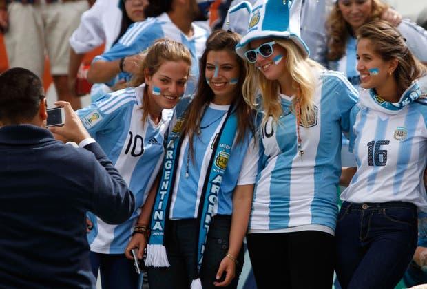 Nuestras fanáticas viajaron a La Paz.  Foto:AP