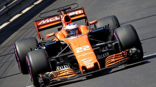 Button, en acción durante la carrera de Monaco con McLaren