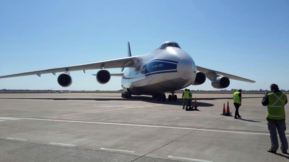 El coloso Antonov 124 aterrizó en Córdoba