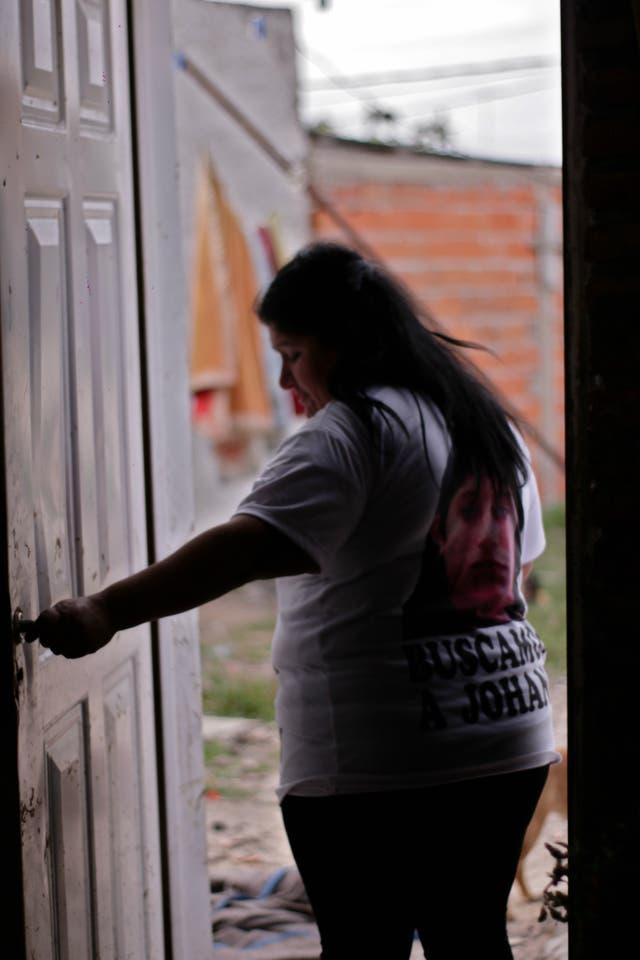 Marta sabe de los peligros de enfrentar a las redes de trata, pero lejos de quedarse en su casa, sale con más decisión a dar diariamente la lucha para que le devuelvan a su hija