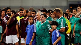 Maradona, el centro de todas las miradas