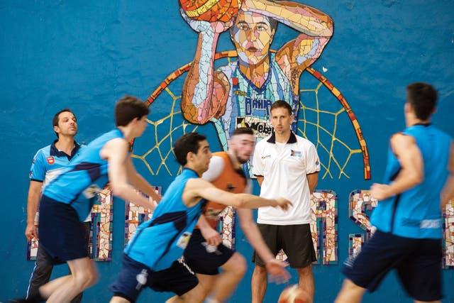 Sánchez está construyendo en Bahía Blanca un centro de última generación para 200 basquetbolistas que vendrán de toda América latina y cuyos mejores talentos nutrirán a la NBA