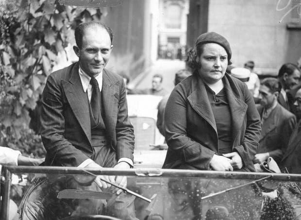 José Lecoent y Esperanza Collado en una carrera de 1936. Al años siguiente, seían uno de los matrimonios que corrieron la primera prueba de TC.
