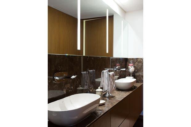 Bachas Para Baño Ovaladas: bachas ovaladas y mueble con frente de madera de incienso / Daniel