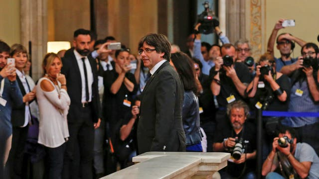 Carles Puigdemont, presidente catalán, entrando al Parlamento