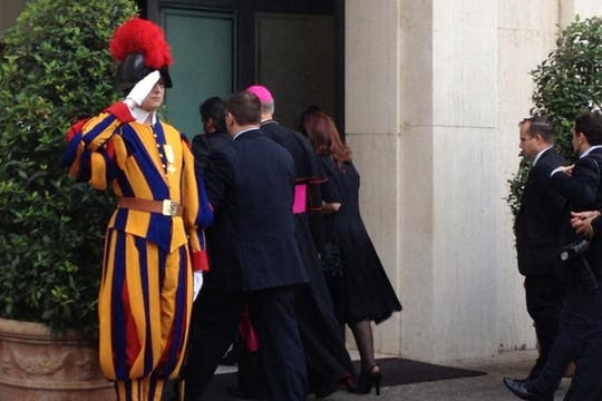 Cristina lució un vestido negro, color protocolar en las visitas al pontífice. Foto: LA NACION / Elisabetta Piqué