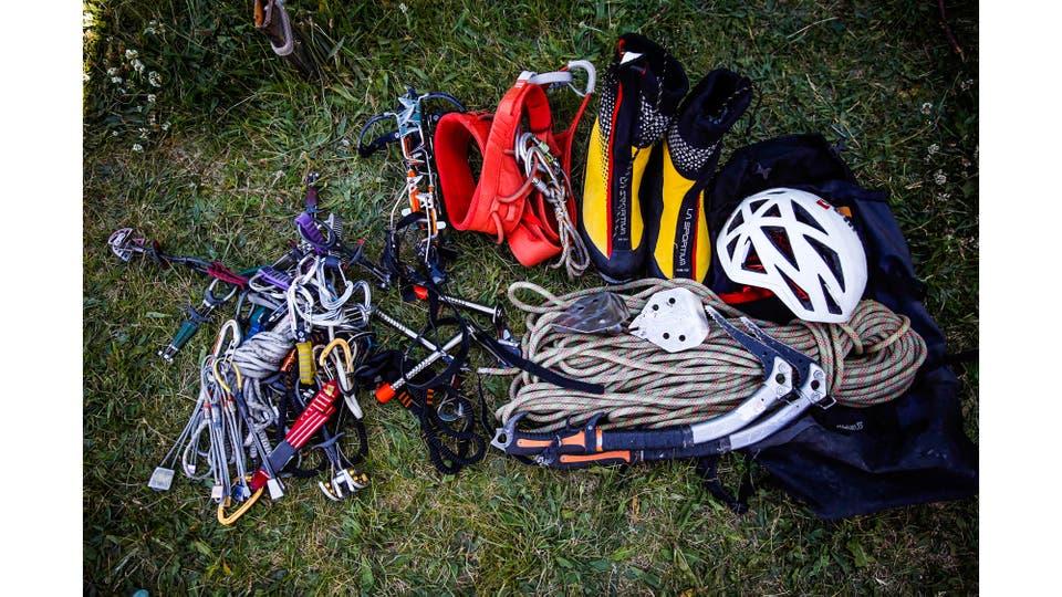 Equipo de escalada que utiliza Roberto Treu, consiste en piquetas, crampones, casco, seguros, botas y cuerda. Foto: LA NACION / Silvana Colombo