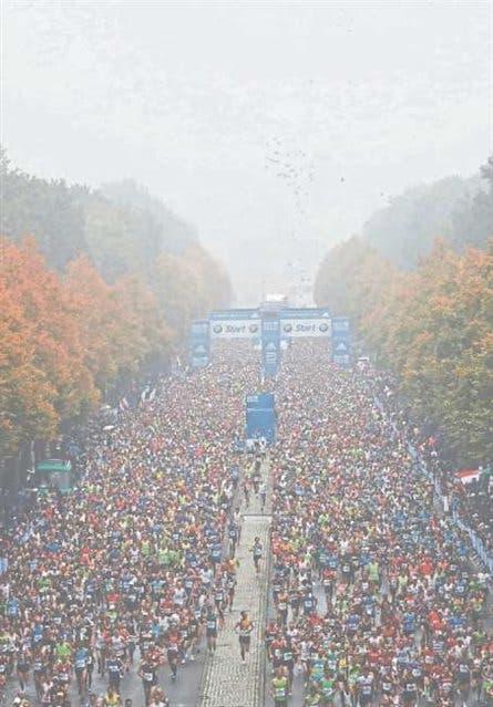 Largada masiva del maratón de Berlín