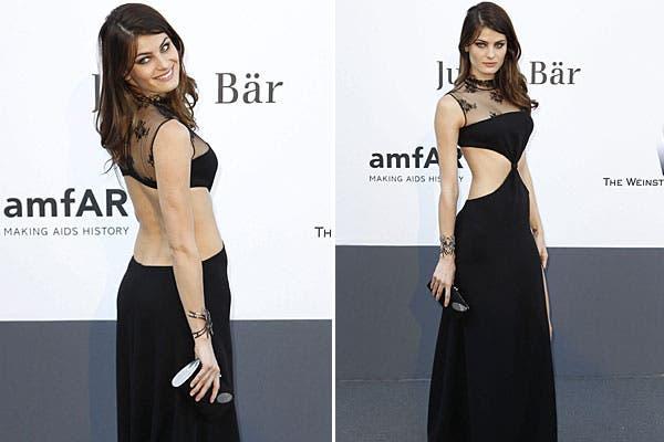La modelo brasileña Isabeli Fontana eligió un vestido con toda la espalda descubierta. ¿Te parece demasiado?. Foto: EFE