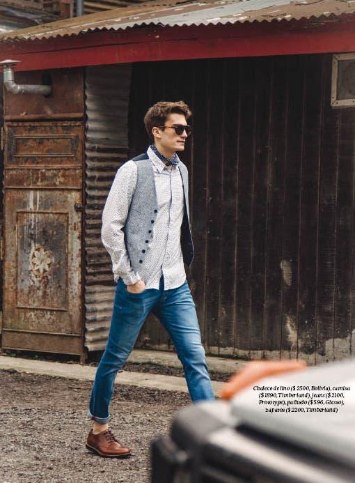 Chaleco de lino ($ 2500, Bolivia), camisa ($ 1890, Timberland), jeans ($ 2100, Prototype), pañuelo ($ 596, Giesso), zapatos ($ 2200, Timberland)