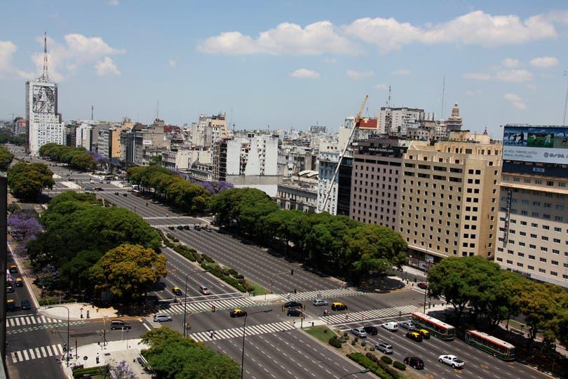 Vista de la avenida 9 de julio totalmente vacía. Foto: LA NACION / Guadalupe Aizaga