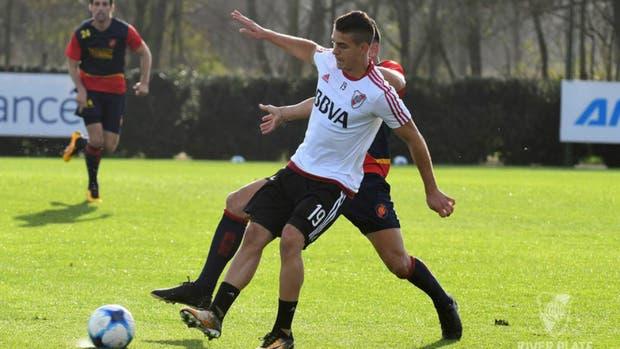 Santos Borré jugó su primer amistoso ante Colegiales
