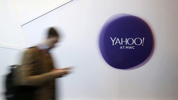 Un cartel de Yahoo en la reciente feria Mobile World Congress de Barcelona. Según The Washington Post y Reuters, la compañía de Internet espió a sus usuarios a pedido del gobierno estadounidense