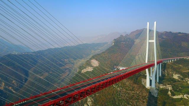El puente Beipanjiang es el más alto del planeta