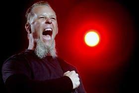 James Hetfield, cantante de Metallica, entre los discos y los videojuegos