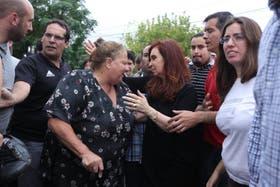 La Presidenta recorrió la zona inundada y habló con los vecinos de Tolosa