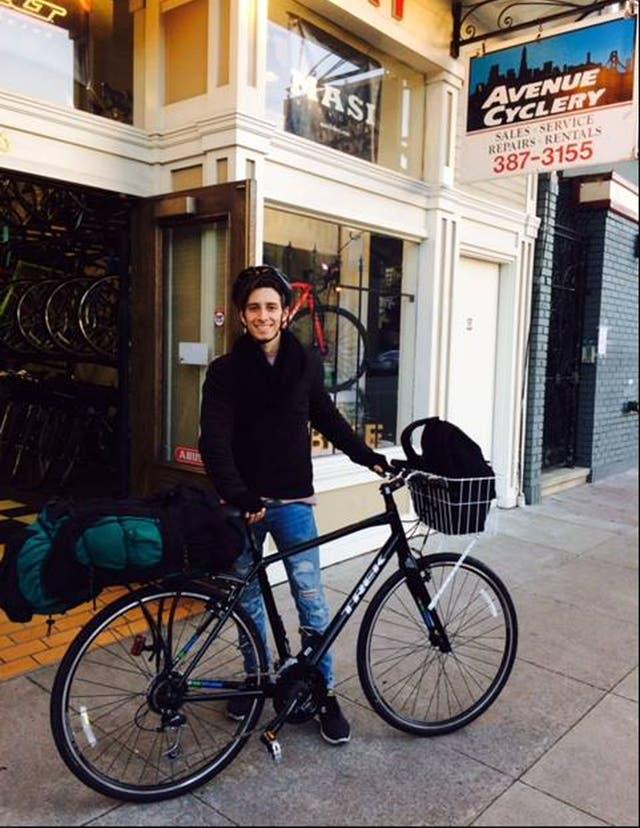 Facundo, fotografiado por el bicicletero de San Francisco que lo ayudó en la preparación del viaje