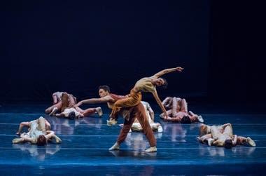 """Un fragmento de """"Forsisson"""", sobre las cuatro estaciones de Vivaldi, por el Ballet Contemporáneo del Teatro San Martín"""