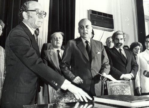 Félix Luna asumía como secretario de Cultura de la Municipalidad de Buenos Aires, en 1986. Foto: Archivo / Búsqueda documental de Gabriela Miño