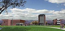 Desde El Prado, perspectiva general del campus, con el Rectorado al centro, el Auditorio a la izquierda, y, a la derecha, el Módulo de Aulas