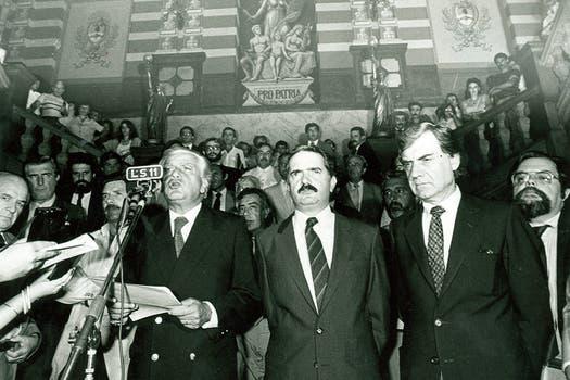 Cafiero en un acto de apoyo del PJ, en noviembre de 1988. Foto: Archivo