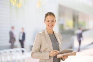 Mujeres en el trabajo: ¿Cómo lograr mayor jerarquía e independencia económica?