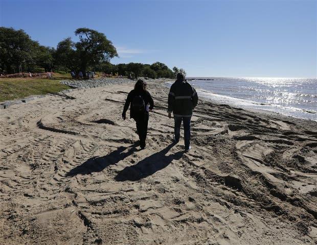 El sector de arena tiene unos 300 metros de largo, junto a una franja parquizada