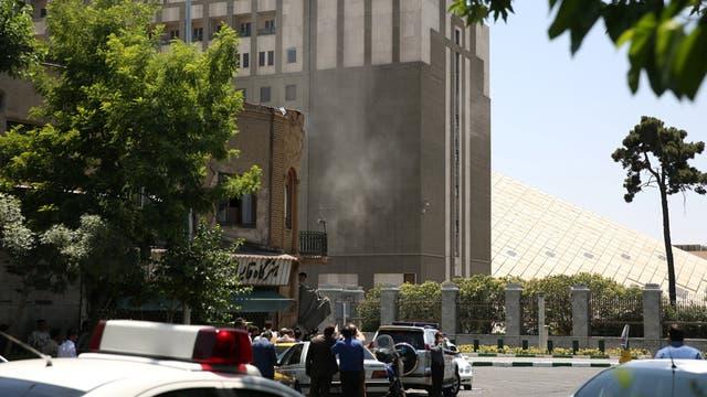Atentado de Estado Islámico en el Parlamento de Irán: al menos dos muertos