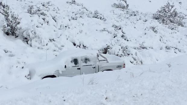 Por el hielo en la ruta, chocó y murió — Chubut